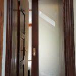 Felső függesztéses, falba tolható borovi fenyő fa beltéri ajtó, ledvilágítással, savmart katedráll üveggel!