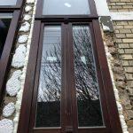 Műemlék jellegű fa ablak, kétszárnyú kivitelben, fix felső résszel.