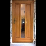 Borovi fenyő fa bejárati ajtó.