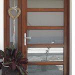 92mm-es borovi fenyő fa bejárati ajtó nyíló oldalvilágítóval, savmart üveggel!