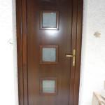 Csomó és vetemedés mentes borovi fenyő bejárati ajtó hőszigetelt furnérozott szendvics panellel 032