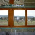 88mm-es fa nyílászáró háromrétegű üvegezéssel, sorolva, gyári felület kezeléssel.