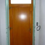 Borovi fúrnéros tömör fa bejárati ajtó 88mm-es profil vastagság 5pontos biztonsági zárral, gyári felület kezeléssel.