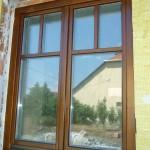 Rétegragasztott, hossztoldott, borovi fenyő fa ablak, duplex álosztással, ipari felület kezeléssel.