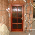 Borovi fenyő beltéri ajtó katedrál üveggel 45
