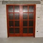 Két oldalra toló borovi feynő beltéri ajtó katedrál üveggel 46