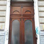 Kétszárnyú díszes fa bejárati ajtó, katedráll üveggel, íves felülvilágítóval!