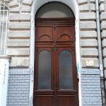 Egyedi méretű kétszárnyú díszes bejárati ajtó, katedráll üveggel, íves felülvilágítóval, ipari felületkezeléssel, bontás, beépítéssel!