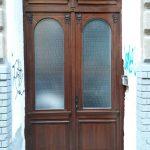 Egyedi méretű kétszárnyú díszes bejárati ajtó, katedráll üveggel, íves felülvilágítóval!