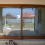 Trópusi meranti fenyőből készült emelő-toló erkély ajtó 029