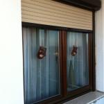 Kétszárnyú fa ablak alumínium redönnyel 06