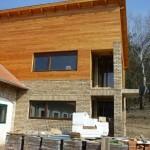 Fa ablakok három rétegű üveggel, méretre gyárva, beépítve.