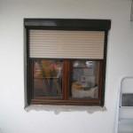 Fa ablak, külsőtokos alumínium redőnnyel.