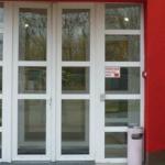 6 légkamrás 74mm-es GELAN műanyag bejárati ajtó, fix oldalvilágítókkal, egyedi méretben.