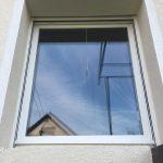 Műanyag ablak 3 rétegű üveggel, felsőtokos alumínium kombi redőnnyel, beépítve!