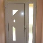 Bejárati ajtó nyíló oldalvilágítóval, fix felülvilágítóval, egyedi méretben.