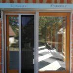 92mm-es emelő-toló erkély ajtó 3 rétegű üveggel, vakolható tokos motoros távirányítós redőnnyel, pliszé szúnyoghálóval, kiszállítva beépítve!