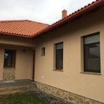 Fa ablakok, vakolható tokos motoros távírányítós antracit alumínium redőnnyel lehúzható szúnyoghálóval, beépítve!