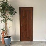Plattolt dísz betétes beltéri ajtó, méretre gyártva beépítve.