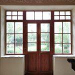 Csomó és vetemedés mentes borovi fenyőből készült fa bejárati ajtó, ragasztott duplex álosztással.