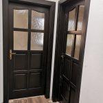 Fa beltéri ajtók bronz katedráll üveggel, ipari felületkezeléssel, kiszállítva beépítve.